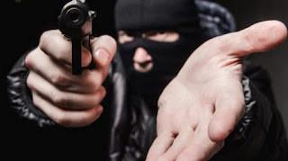 Bandidos fazem arrastão em estabelecimentos comerciais  na cidade de Carrapateira