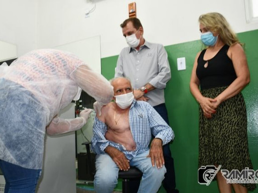 Dr.Oscar Sobral é o primeiro  piranhense a receber vacina contra Covid-19, em São José de Piranhas