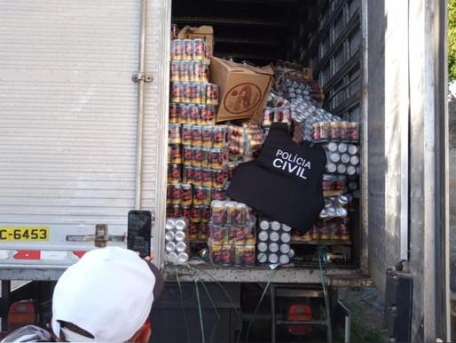 Oito pessoas são presas na PB e caminhão é apreendido com carga de cachaça roubada
