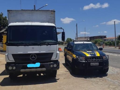 SERTÃO: Caminhão roubado no Estado do Pernambuco é apreendido pela PRF