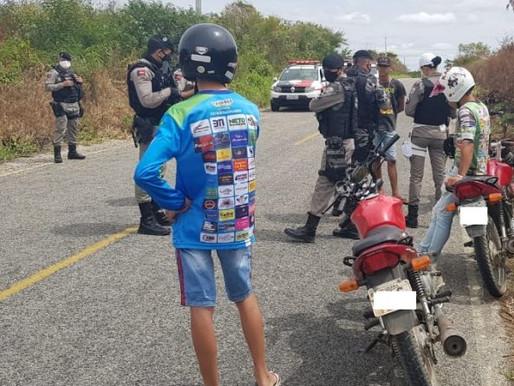 Polícia Militar intercepta rolezinho de motos e notifica participantes no Sertão da Paraíba
