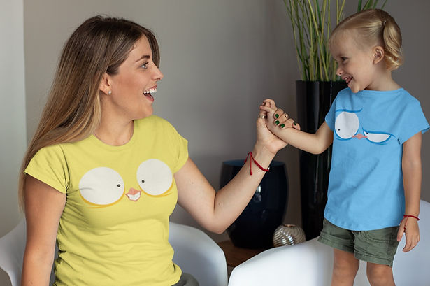 mockup-of-a-mommy-and-her-little-daughte