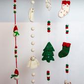 33. Felt Christmas garlands