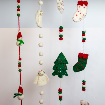 33. Felt Christmas garlands