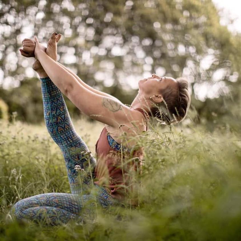 «Ashtanga yoga for alle» med Pernille Bønkan