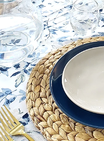 woven straw placemat decor ideas tablescapes and place settings with navy and gray