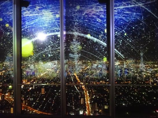 大阪の夜景に降り注ぐ星々の中で幻想体験