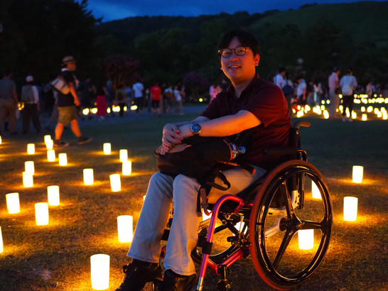「車椅子と杖で奈良の燈花会へ」