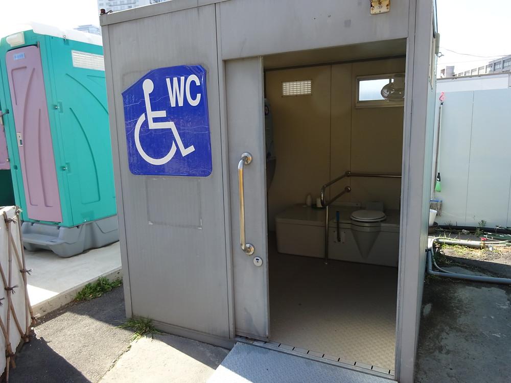 車椅子用簡易トイレ