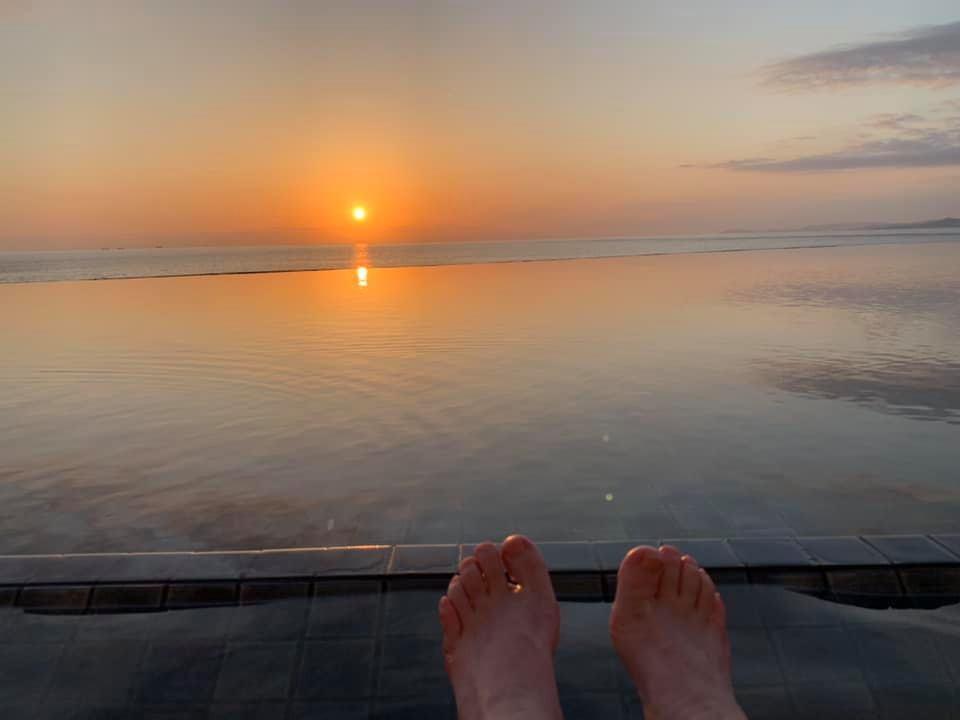 インフィニティ足湯から見る白浜の夕日