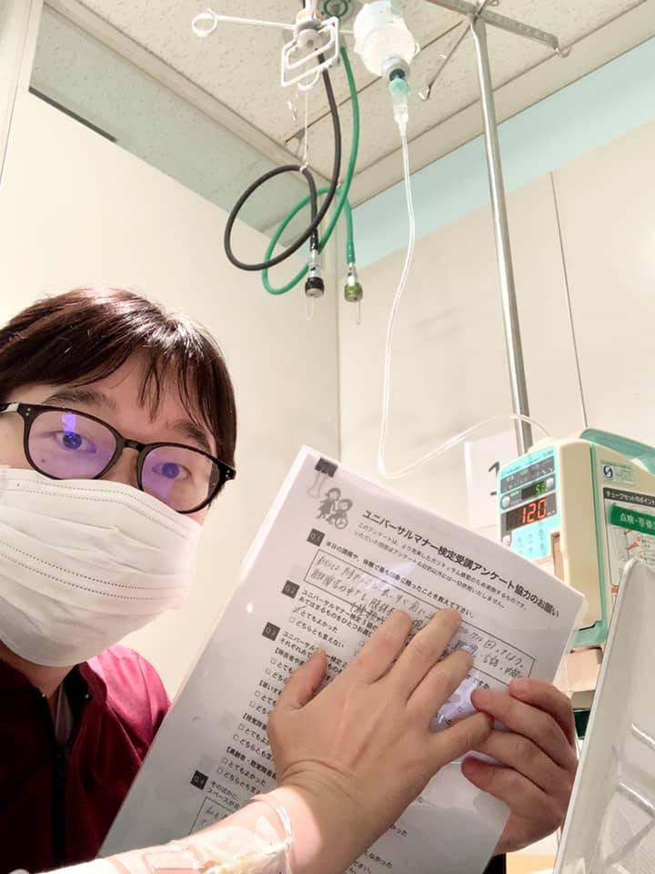 病室で仕事する様子