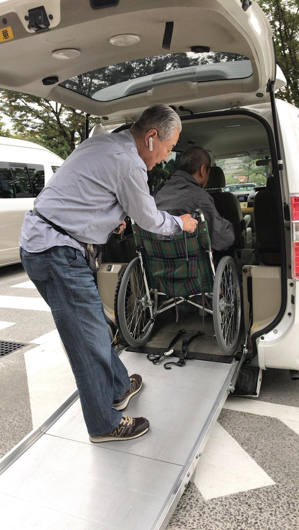 福祉タクシー乗降の様子