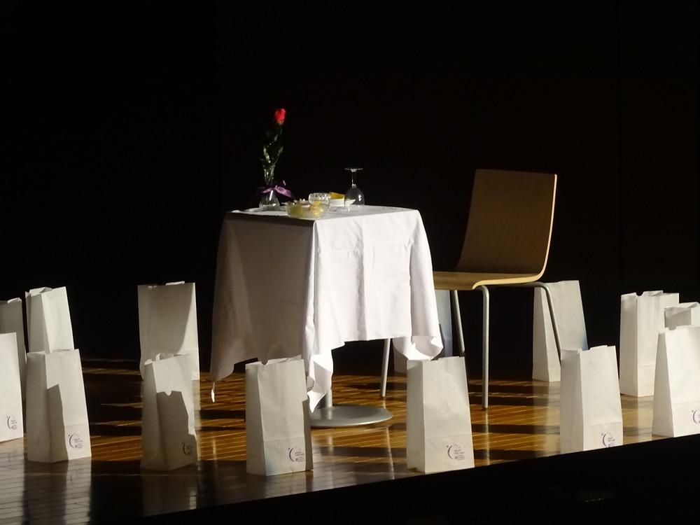 エンプティーテーブル