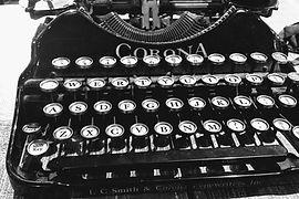 typewriter-2100723_1280.jpg