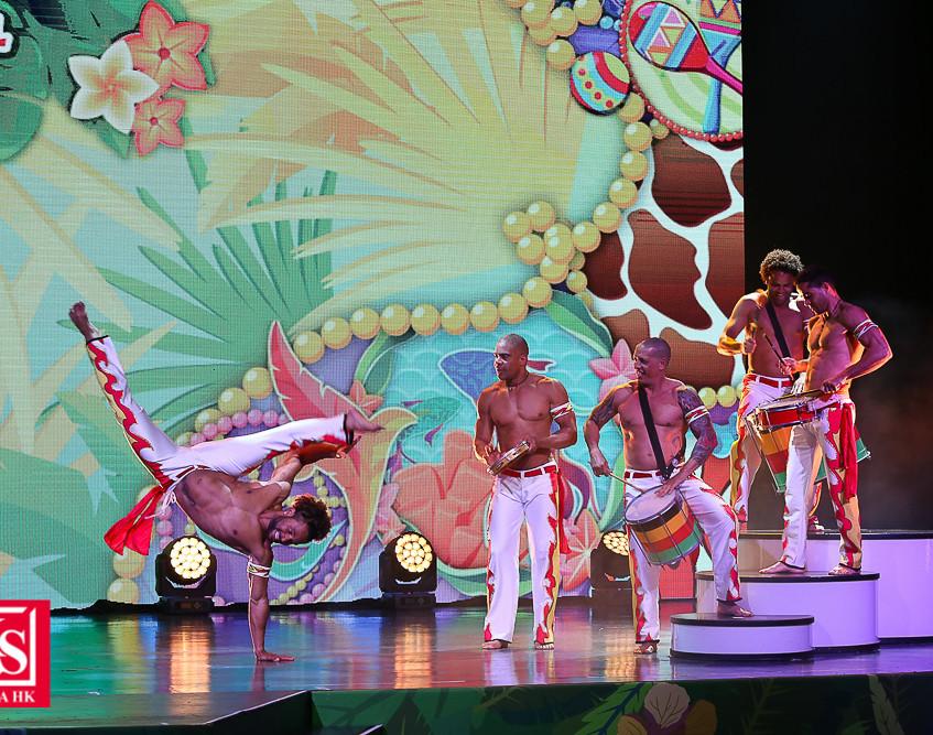 07 動夏嘉年華齊集過百位來自世界各地的頂尖表演者,打造史上最大型嘉年華活動。連串精彩節目包括以海洋生物、野生動物及雀鳥為主題的日間「加勒比夏日巡遊」及晚間夜光「加勒比夏夜巡