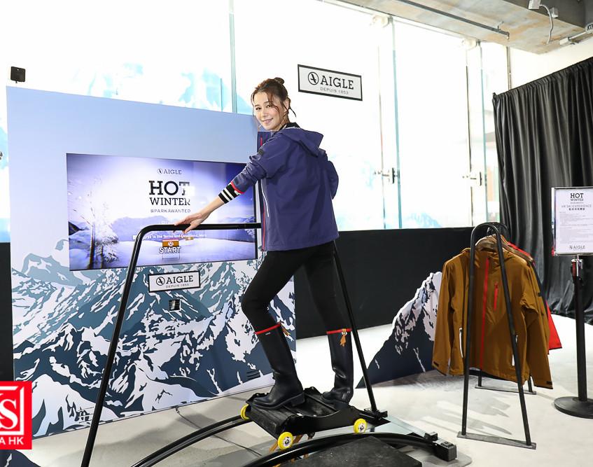 體驗館更設有動感滑雪體驗,配合雪山場景及風速,在VR滑雪機上測試你的身手。 (3