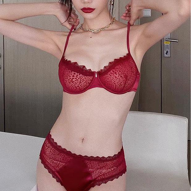women red lingerie.jpg