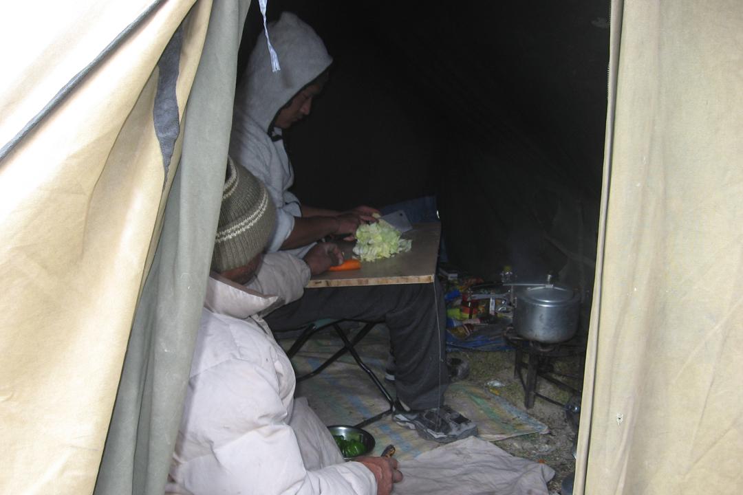 5.Au camp