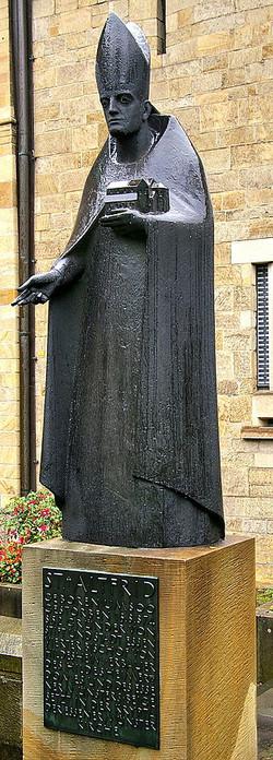 7_Altfrid_Statue_am_Essener_Münster