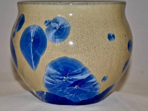 Small bowl shaped vase
