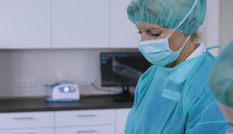 Dr. Silke Mehlhose-Koch während einer OP