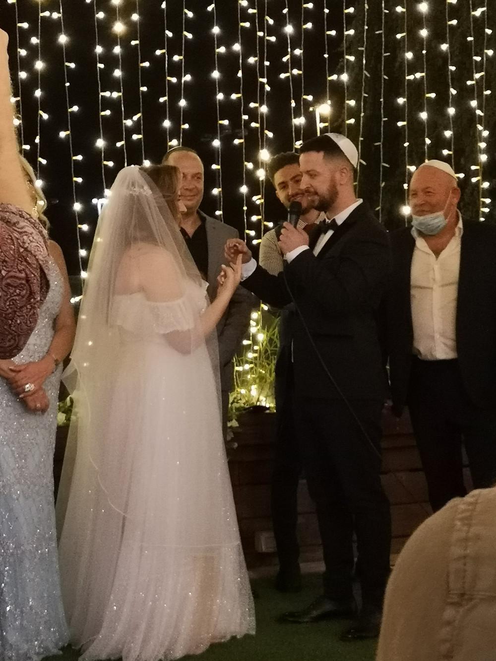 ירדן ואיתי ממליצים על איתן כרמי לאחר חתונת קורונה