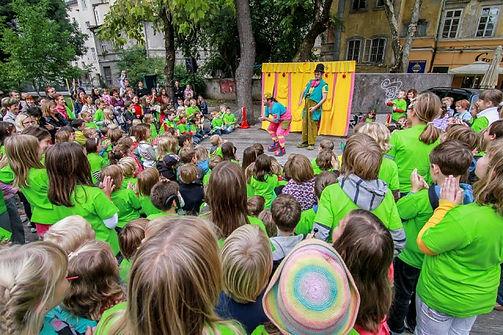 Teater Cizamo, ulično gledališče, Skoraj najboljši cirkus, predstava za otroke. Klovn, žongler, cirkus, gledališče, animacija za otroke, baloni.