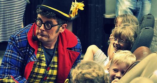 Teater Cizamo, ulično gledališče, Sirkec, sirkec, predstava za otroke. Klovn, žongler, cirkus, gledališče, animacija za otroke, baloni.