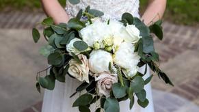Classic white elegance bouquet. Summer wedding in Nashville TN