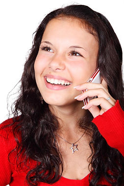 2013 mujer hablando por celular feliz.jp