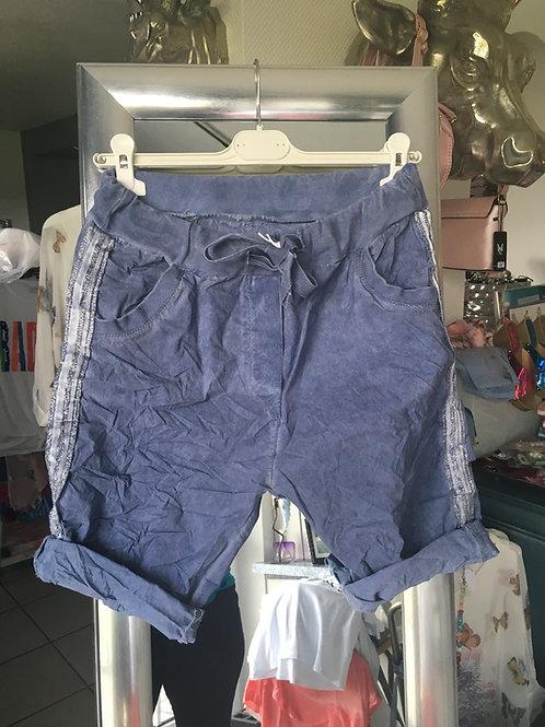 Shorts mit seitlichem Streifen blau
