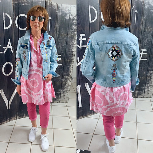 Boho Jeansjacke mit Stickerei  und Applikationen