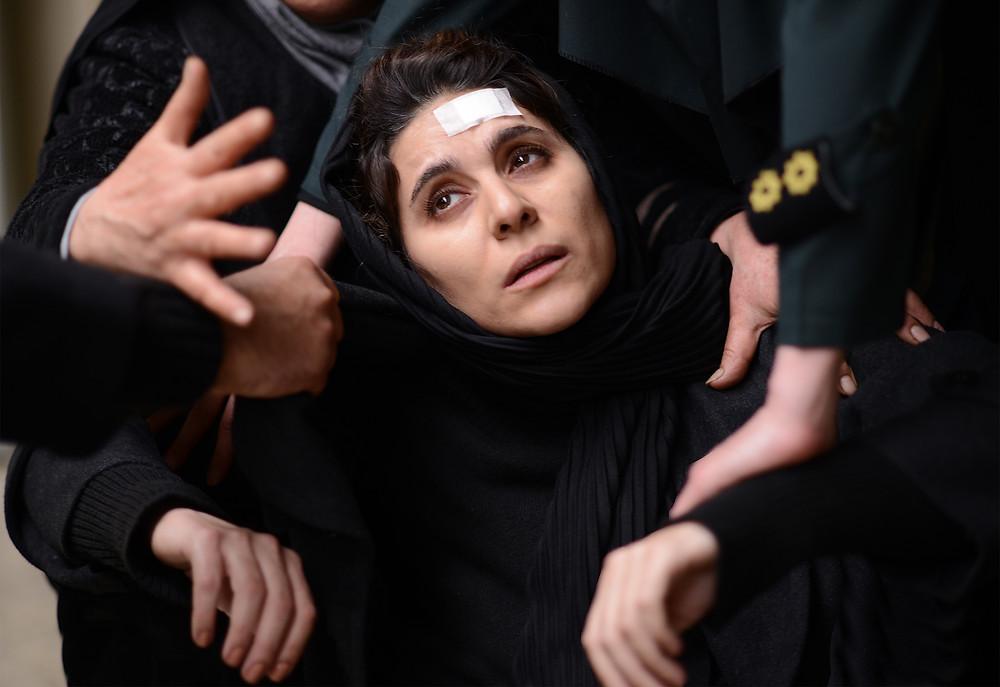 Sahar Dolatshahi in Iranian director Farnoosh Samadi's debut feature 180 Degree Rule.