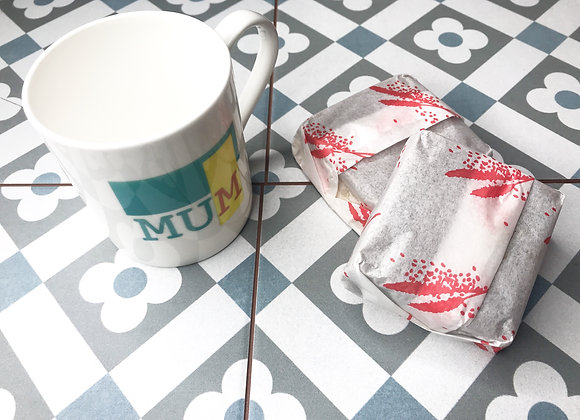 'Mum' cake and cup gift set
