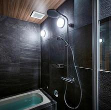 浴室にはレインシャワーを完備