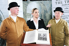 PORTERS and AUCTIONEER photograph courte