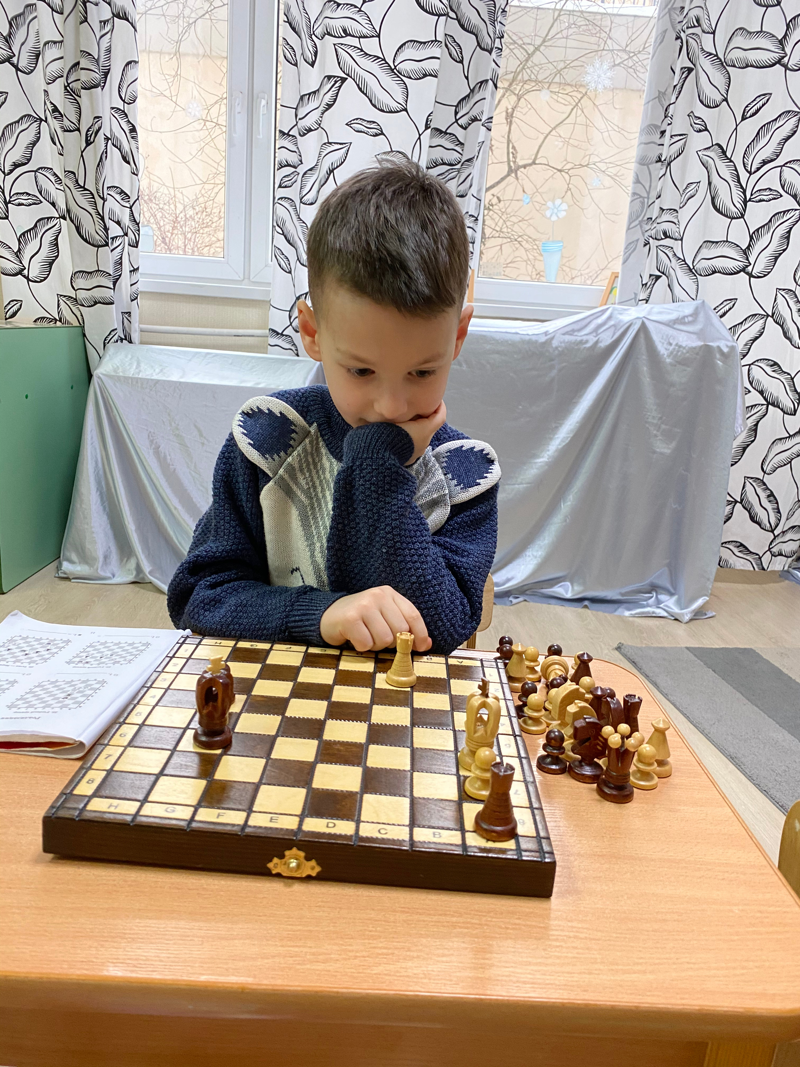 Шахматы школьники.