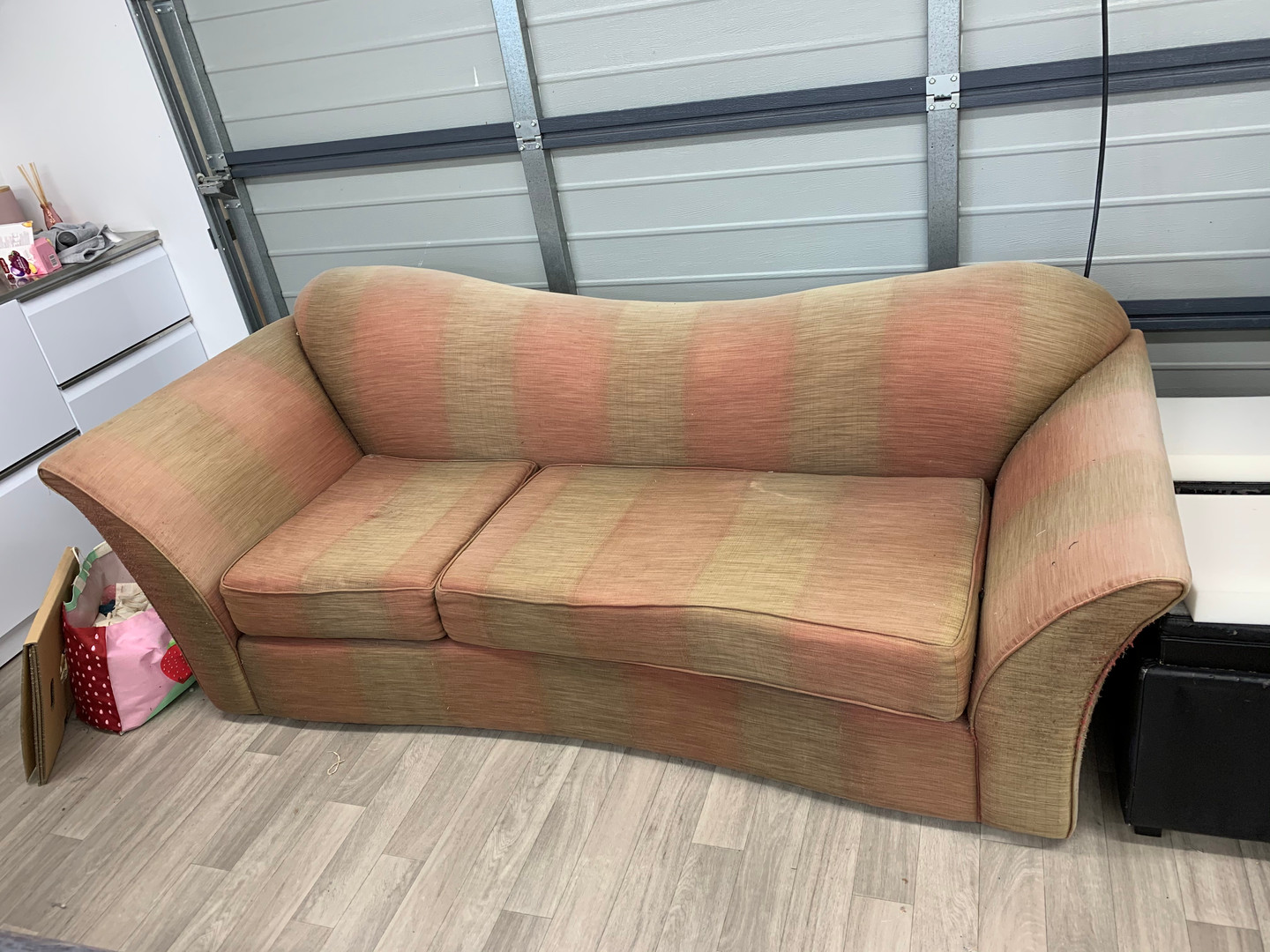 Curvy couch - Before