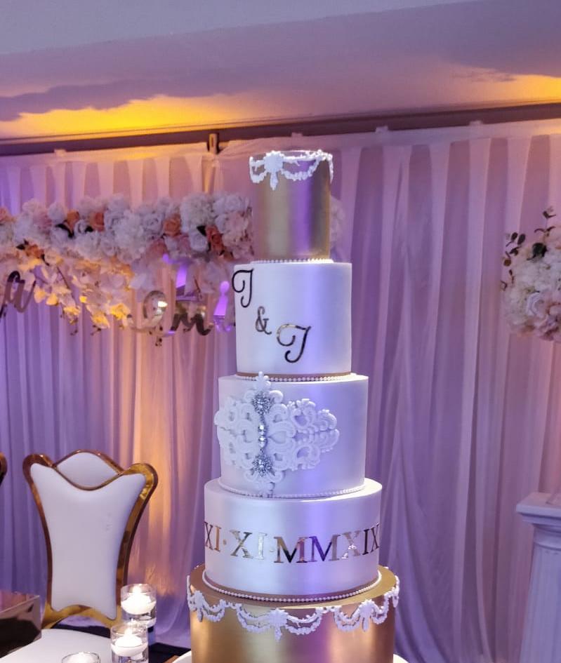 Bride & Groom's wedding cake
