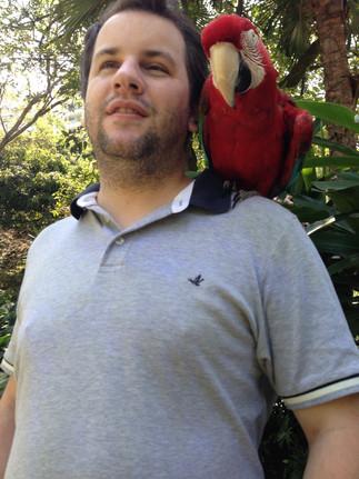 Juan Pablo Culasso con Guacamaya en el Zoológico de Cali 2017
