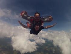 Juan Pablo Culasso saltando en paracaídas en Belo Horizonte, Minas Gerais, Brasil 2017