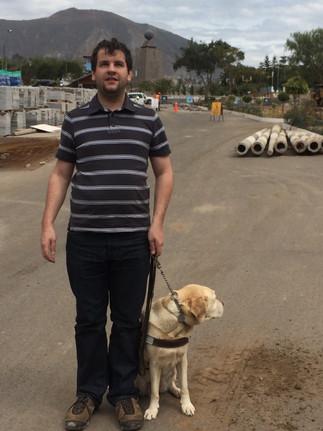 Juan Pablo Culasso con su perro guía