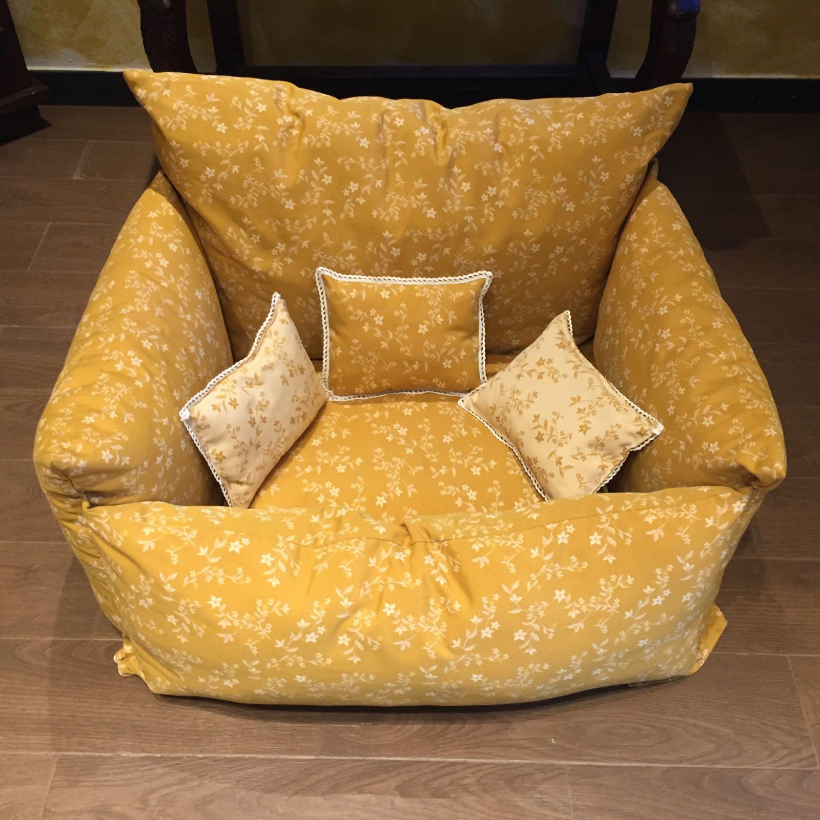 cuccia divano senape