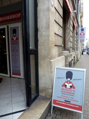 Stop Trottoir avec affiche imprimée sur support PVC + Enseigne drapeau en toile