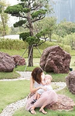 Singapore Lifestyle Photographer | Nic Imai Photography | Outdoor breastfeeding photography Serene Garden Gardens By The Bay Singapore