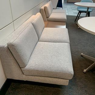 Rowen modular lounge, Kosa table