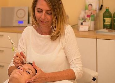Larissa Pomper bei einer Behandlung - Perfect Skin Cosmetic
