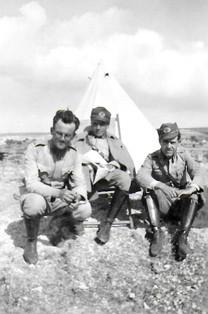 Pendant son service militaire, Bilbasar est à droite 1935