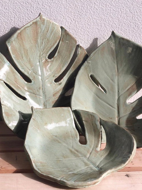 Monstera Leaf Plate in Rusted Teal