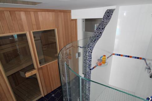 Duschverglasung auf Maß gebogen